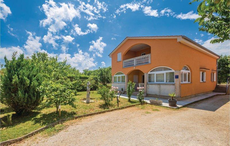 Nice home in Malinska with WiFi and 2 Bedrooms (CKI011), location de vacances à Sveti Anton