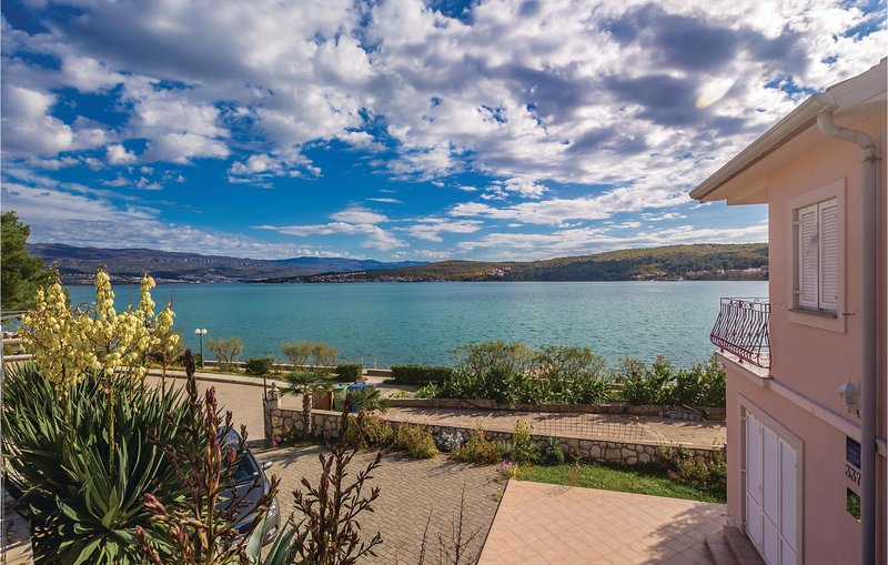 Stunning home in Cizici with WiFi and 1 Bedrooms (CKI042), casa vacanza a Cizici