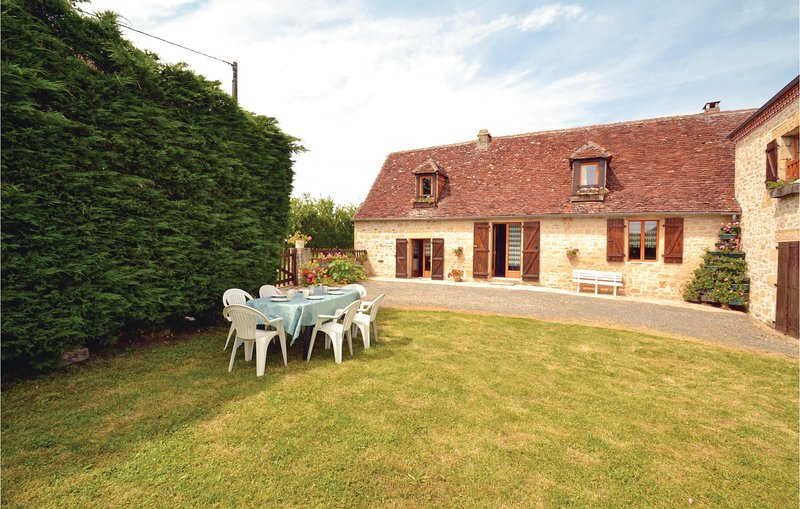 Beautiful home in La-Chapelle-Saint-Jean with 2 Bedrooms (FAD140), holiday rental in Granges d'Ans