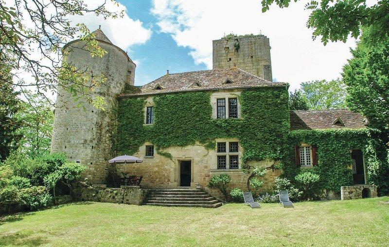 Stunning home in Baneuil with 3 Bedrooms (FAD125), location de vacances à Pressignac-Vicq