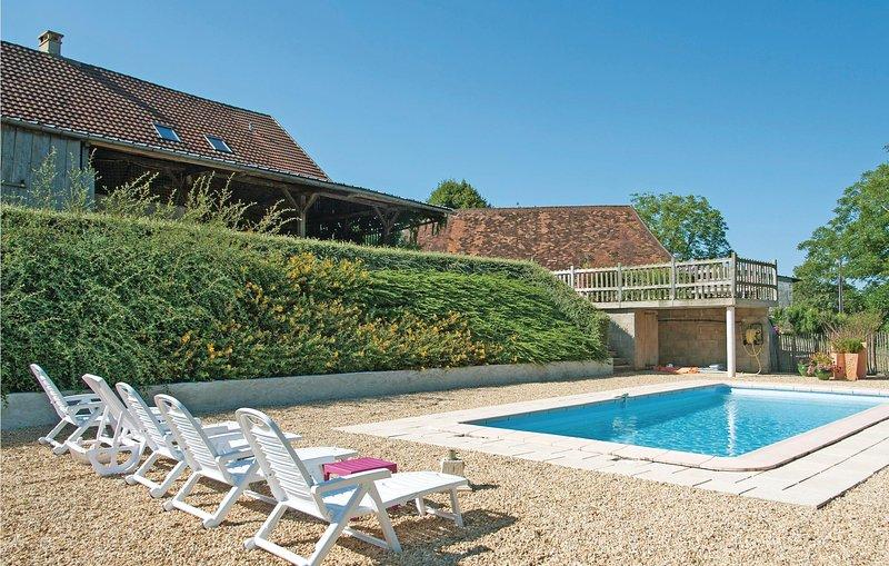 Beautiful home in Sarrazac with Outdoor swimming pool and 3 Bedrooms (FAD277), holiday rental in Sarrazac