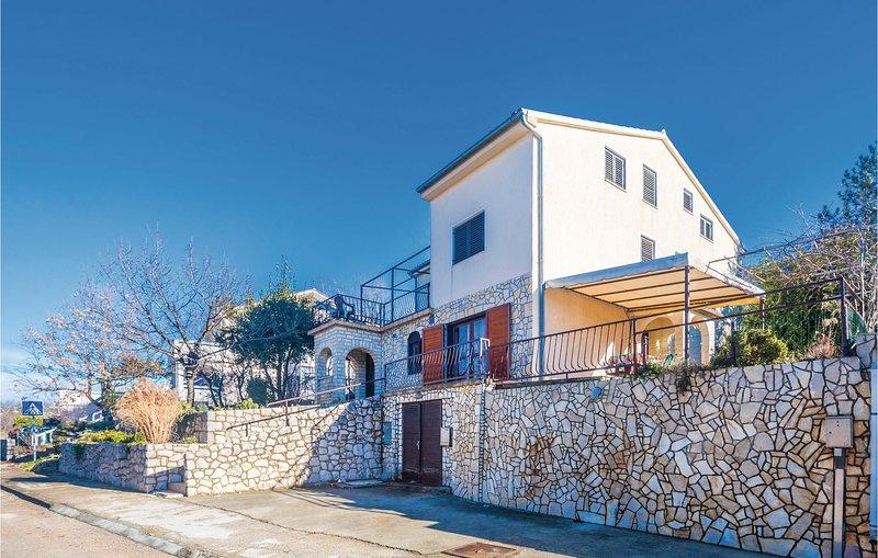 Beautiful home in Njivice with WiFi and 2 Bedrooms (CKK005), location de vacances à Sveti Vid-Miholjice