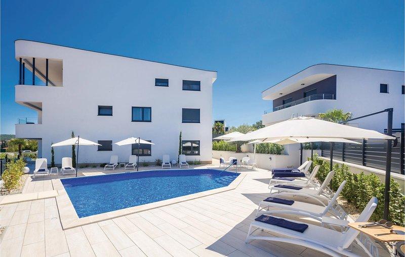 Nice home in Malinska with WiFi and 2 Bedrooms (CKI018), casa vacanza a Vantacici