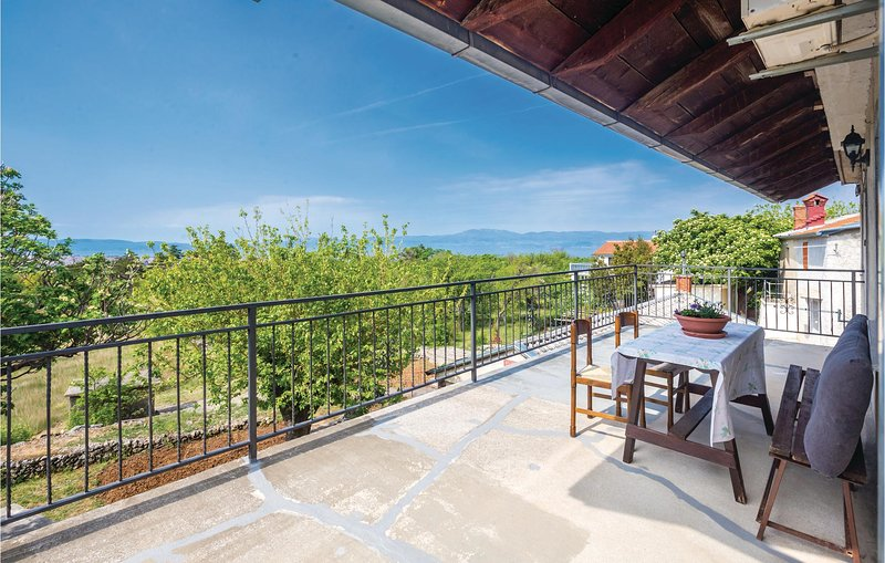 Amazing home in Smrika with WiFi and 2 Bedrooms (CKC998), location de vacances à Smrika
