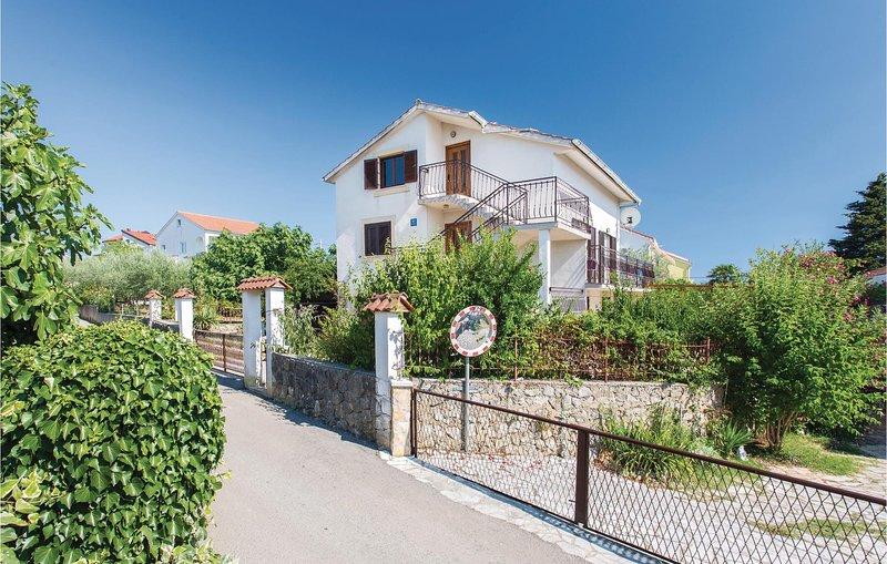 Amazing home in Krk with WiFi and 2 Bedrooms (CKK289), aluguéis de temporada em Linardici