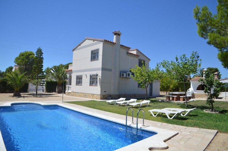 Villa Ana - piscine 4 chambres - Private Pool - Wifi - BBQ -Air Conditioner -, alquiler vacacional en Benissanet