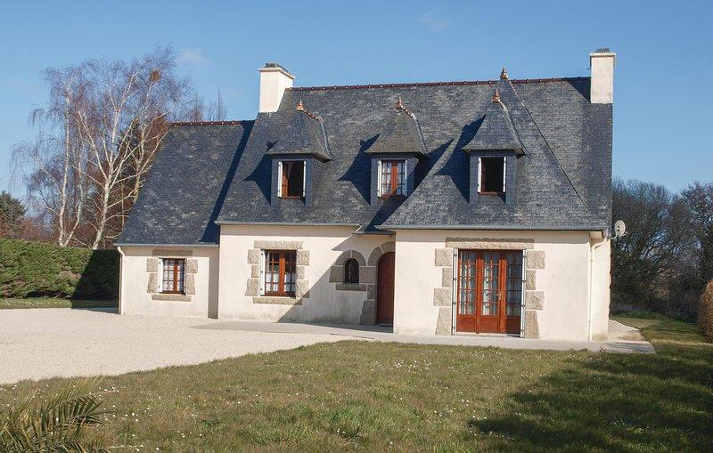 Amazing home in Pleubian with 4 Bedrooms (FBC555), casa vacanza a Pleubian