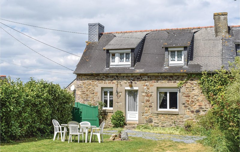 Stunning home in Le Faouet with 2 Bedrooms (FBC576), alquiler de vacaciones en Guingamp