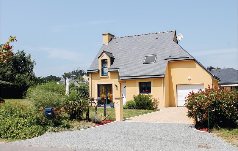 Amazing home in Planguenoual with 3 Bedrooms (FBC581), location de vacances à Morieux