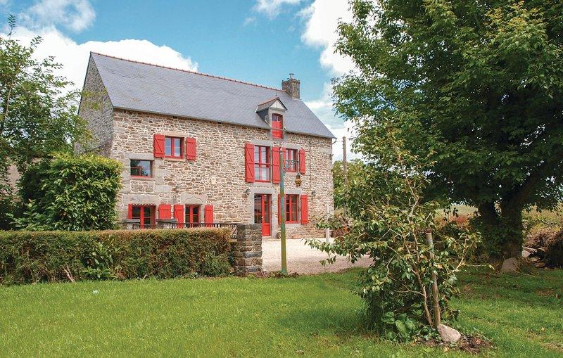 Nice home in Pleudihen sur Rance with WiFi and 3 Bedrooms (FBC621), vacation rental in Saint-Pierre-de-Plesguen