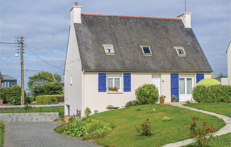 Nice home in Paimpol with WiFi and 5 Bedrooms (FBC670), location de vacances à Plourivo