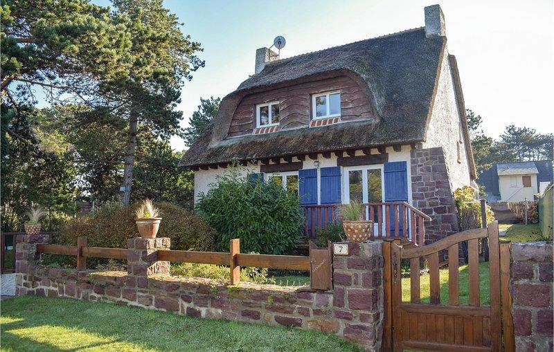 Stunning home in Sables d'Or les pins with WiFi and 3 Bedrooms (FBC677), aluguéis de temporada em Sables-dOr-les-Pins