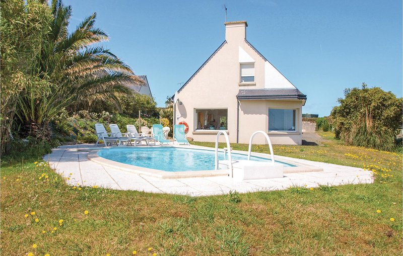 Awesome home in Pleubian with 3 Bedrooms (FBC705), casa vacanza a Pleubian