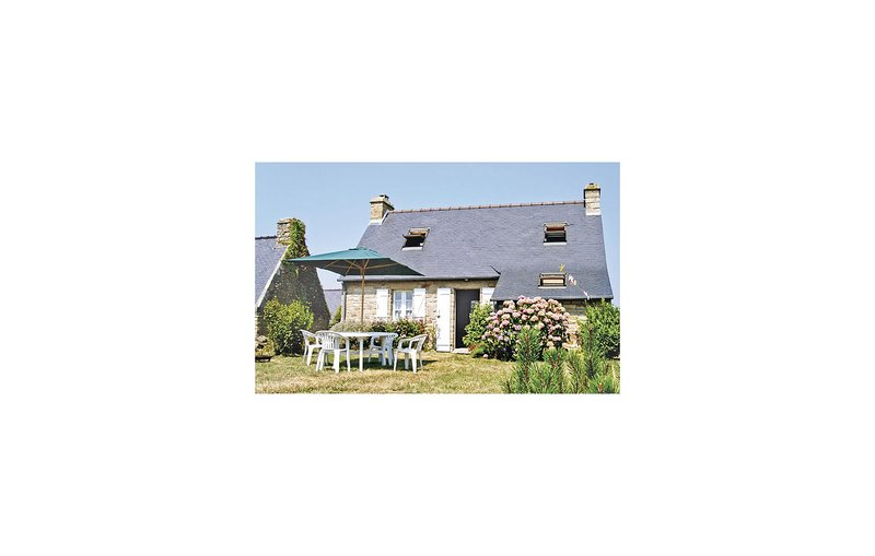 Stunning home in Crozon with 2 Bedrooms (FBF015), vacation rental in Morgat
