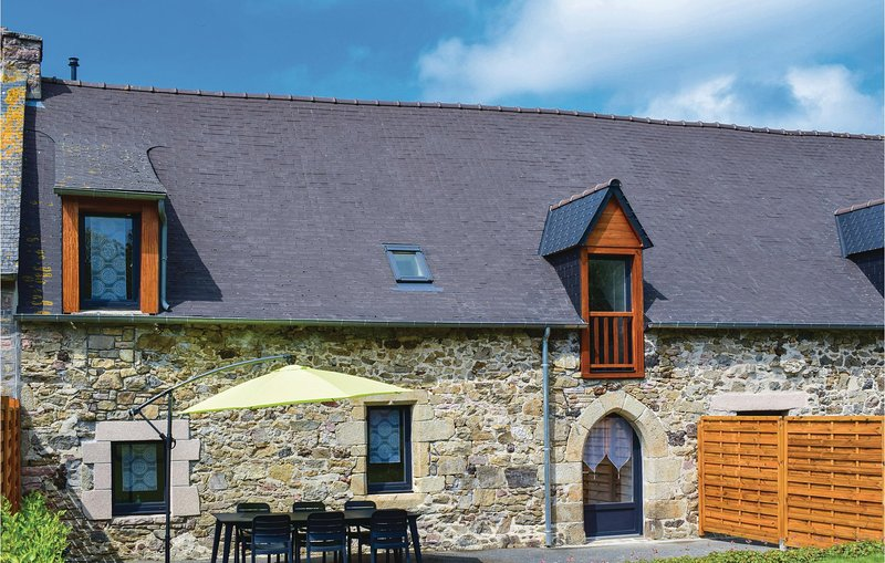 Amazing home in Saint Alban with WiFi and 4 Bedrooms (FBC639), vacation rental in Saint-Denoual