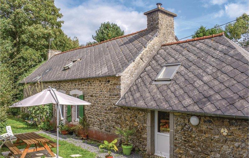 Nice home in Tréméven with WiFi and 1 Bedrooms (FBC657), alquiler de vacaciones en Guingamp