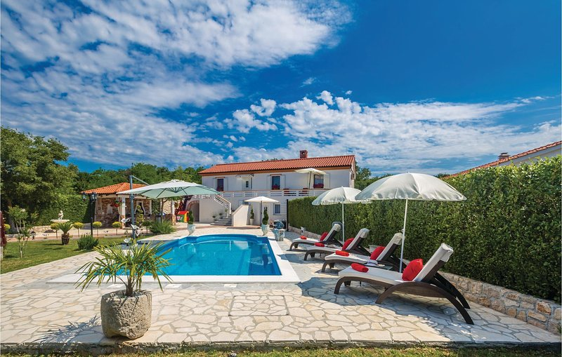 Nice home in Malinska with WiFi and 4 Bedrooms (CKK477), holiday rental in Garica