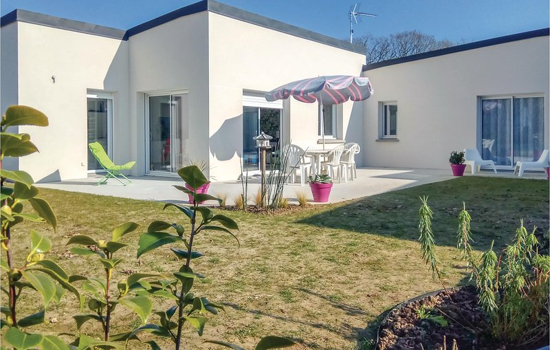Beautiful home in Matignon with 3 Bedrooms (FBC679), holiday rental in Matignon