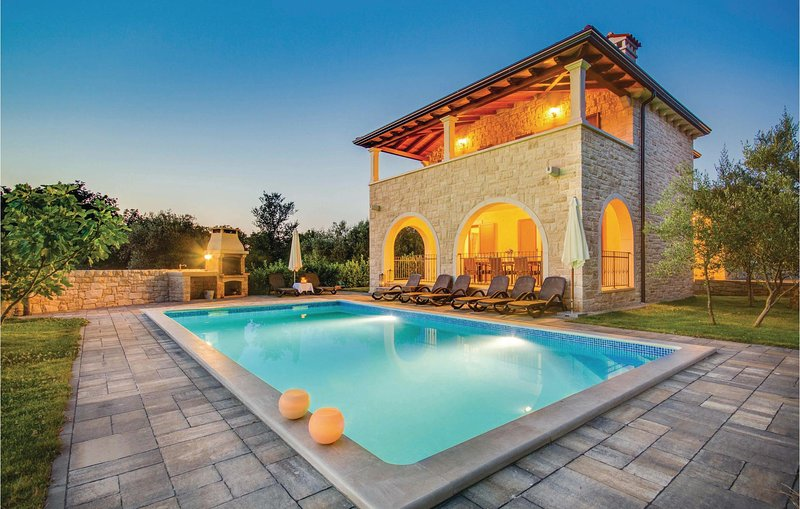 Stunning home in Turcic with WiFi and 4 Bedrooms (CKK549), location de vacances à Sveti Anton