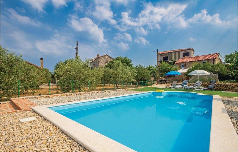 Beautiful home in Brzac with WiFi and 2 Bedrooms (CKK552), alquiler vacacional en Beli