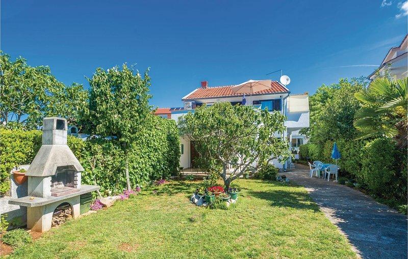 Stunning home in Vantacici with WiFi and 2 Bedrooms (CKK659), casa vacanza a Vantacici