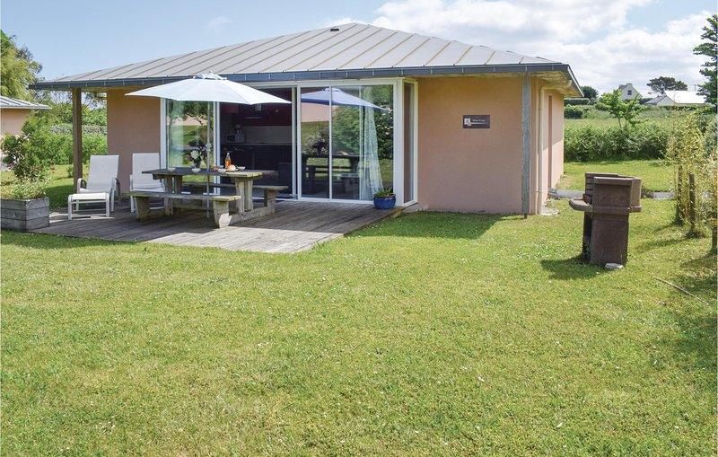 Amazing home in Guisseny with WiFi and 2 Bedrooms (FBF218), alquiler vacacional en Guisseny