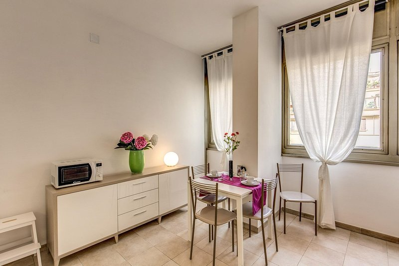 Slate 1 - 1bedroom - colosseum area Chalet in Rome