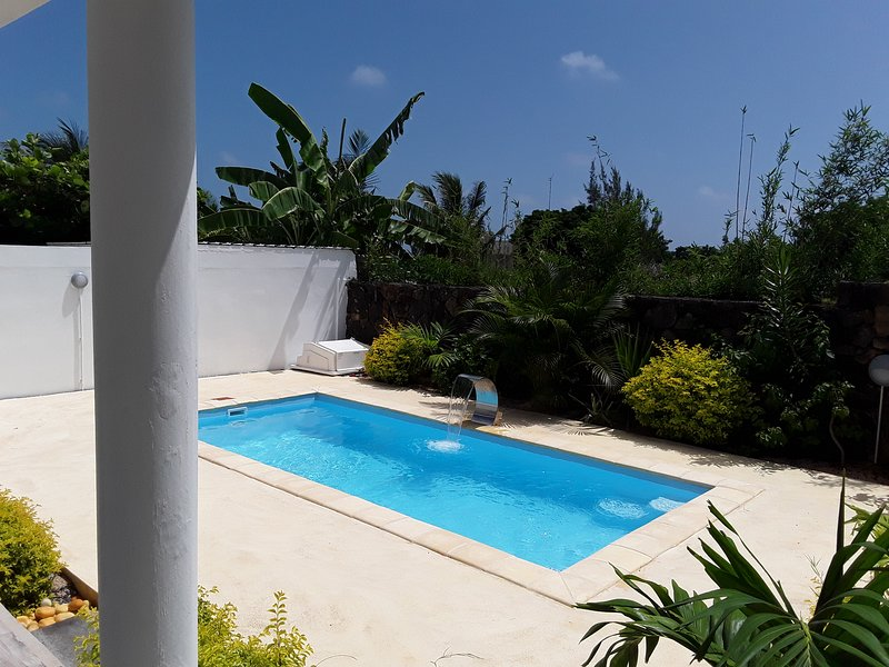 Spacious villa with swimming-pool, casa vacanza a Riviere du Rempart