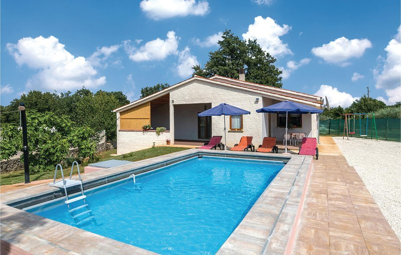 Awesome home in Divsici with WiFi and 3 Bedrooms (CIC921), holiday rental in Divsici