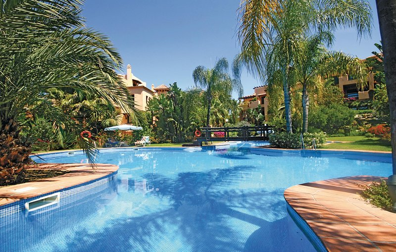 Stunning home in Estepona with 2 Bedrooms (EAN706), holiday rental in El Paraiso