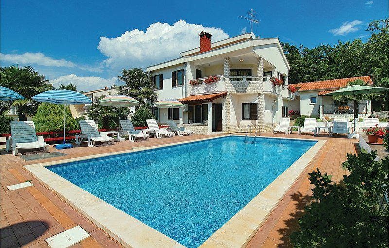 Beautiful home in Porec with WiFi and 1 Bedrooms (CIE118), location de vacances à Kukci