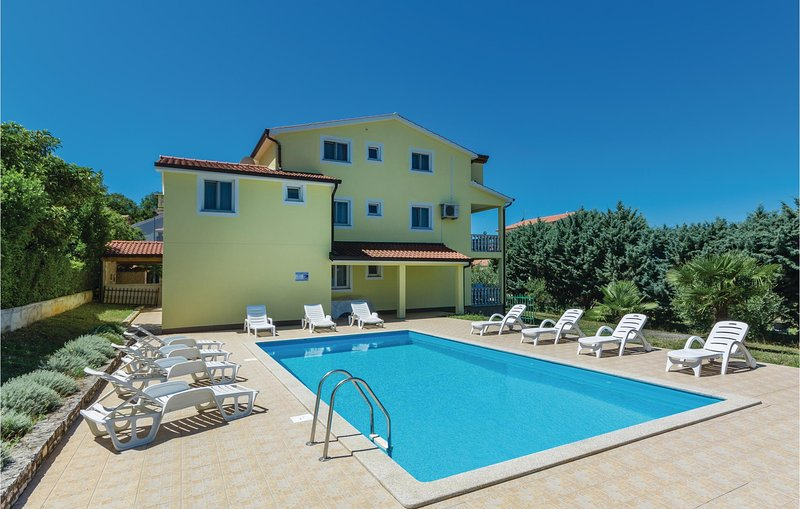 Awesome home in Porec with WiFi and 1 Bedrooms (CIE285), holiday rental in Fuskulin