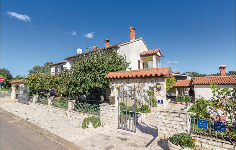 Amazing home in Porec with WiFi and 3 Bedrooms (CIE302), holiday rental in Varvari