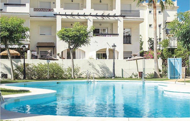 Beautiful home in Sabinillas with WiFi and 2 Bedrooms (EAN881), aluguéis de temporada em San Luis de Sabinillas