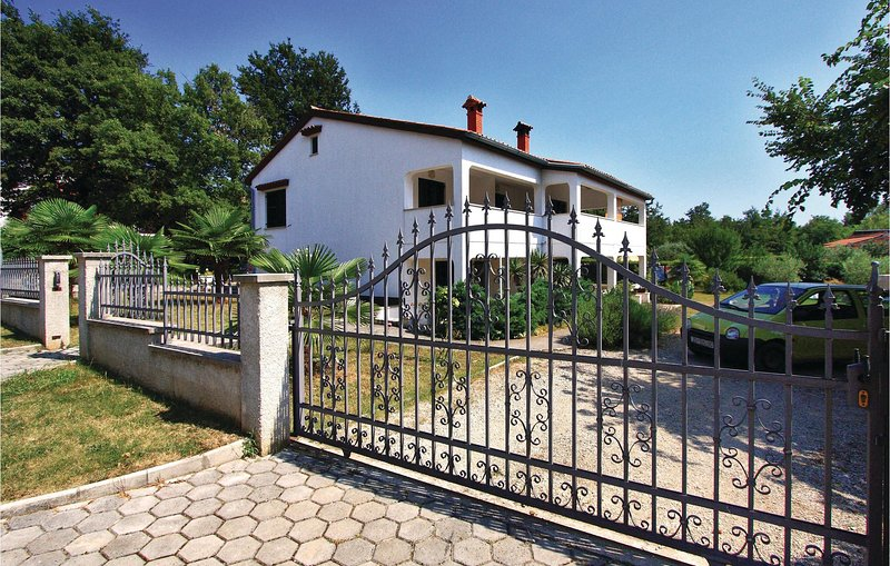 Amazing home in Porec with WiFi and 0 Bedrooms (CIE370), location de vacances à Kukci