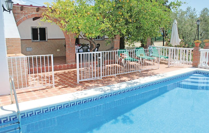 Beautiful home in Corumbela with WiFi and 3 Bedrooms (EAN923), holiday rental in Sayalonga
