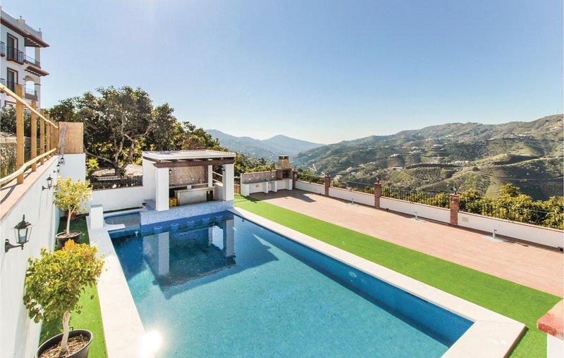 Awesome home in Canillas de Albaida with Jacuzzi, WiFi and 2 Bedrooms (EAS091), aluguéis de temporada em Sedella