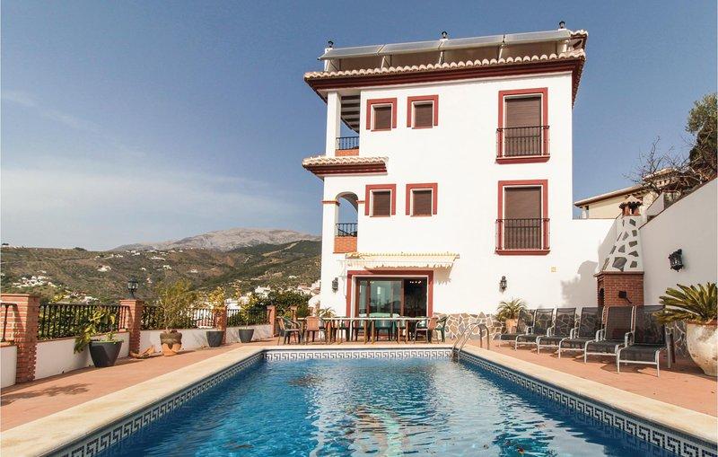 Beautiful home in Canillas de Albaida with WiFi, 4 Bedrooms and Jacuzzi (EAS060), aluguéis de temporada em Sedella