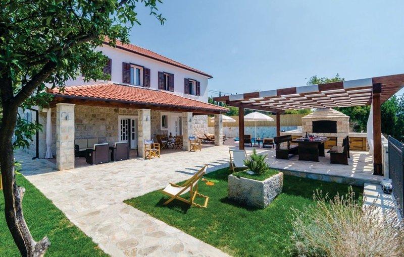 Charming Countryside Villa, holiday rental in Zastolje