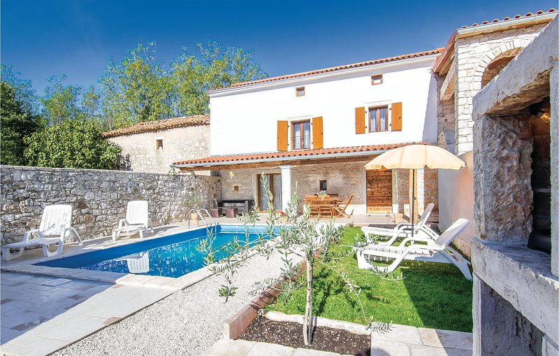 Amazing home in Porec with 2 Bedrooms (CIE592), vacation rental in Baderna