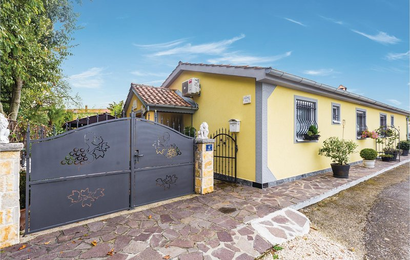 Beautiful home in Sveti Lovrec with WiFi and 2 Bedrooms (CIE908), vakantiewoning in Kruncici