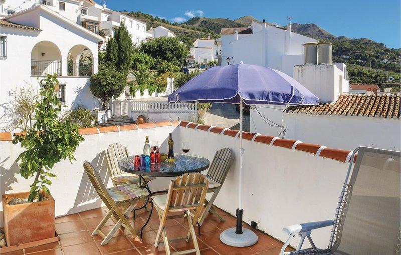 Beautiful home in Canillas de Albaida with WiFi and 2 Bedrooms (EAS153), aluguéis de temporada em Sedella