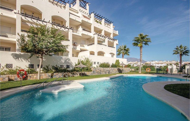 Nice home in Sabinillas-Manilva with WiFi, 2 Bedrooms and Outdoor swimming pool, aluguéis de temporada em San Luis de Sabinillas