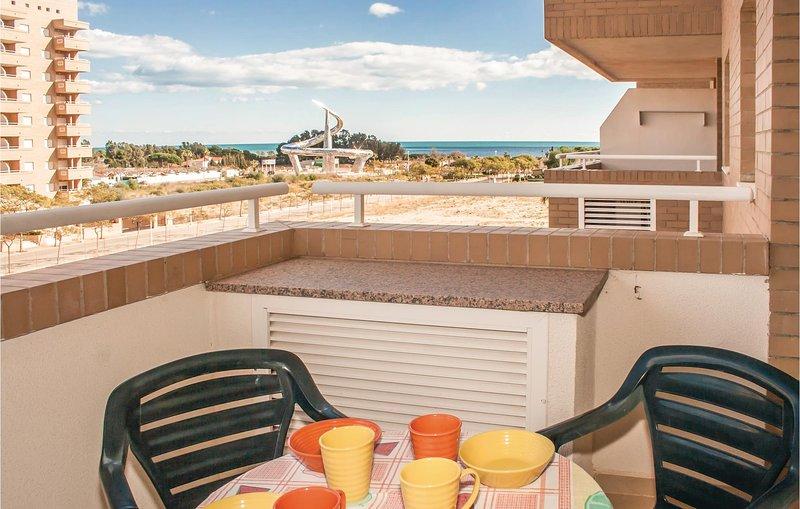 Stunning home in Oropesa del Mar with 2 Bedrooms (EBA018), alquiler de vacaciones en Cabanes