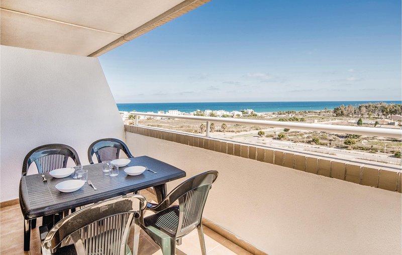 Stunning home in La Torre de la Sal with 2 Bedrooms (EBA039), alquiler de vacaciones en Cabanes