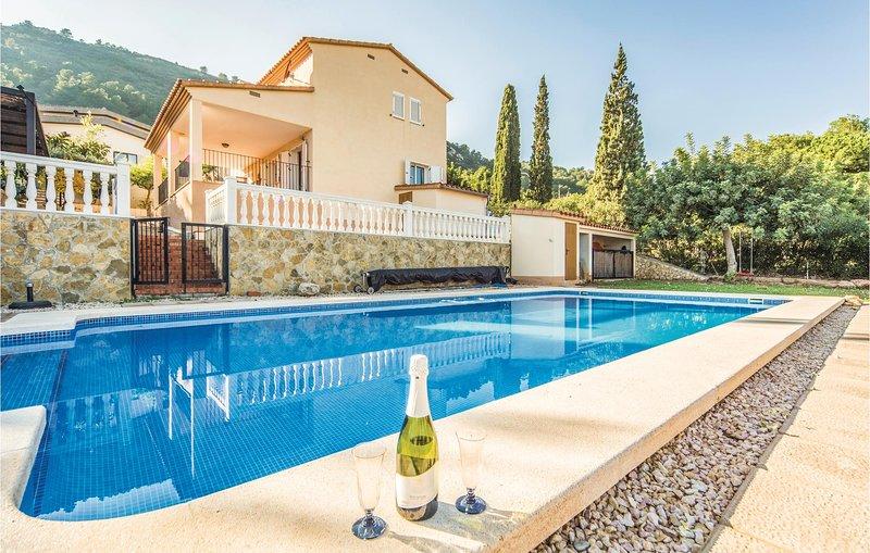 Nice home in Castellon with WiFi, 3 Bedrooms and Outdoor swimming pool (EBA066), alquiler vacacional en El Grao