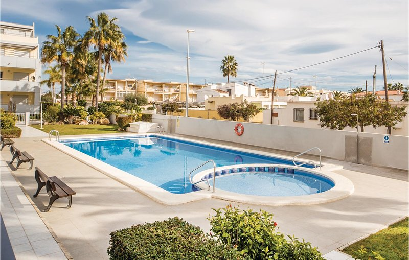 Stunning home in Vinaroz with Outdoor swimming pool and 2 Bedrooms (EBA091), location de vacances à Alcanar