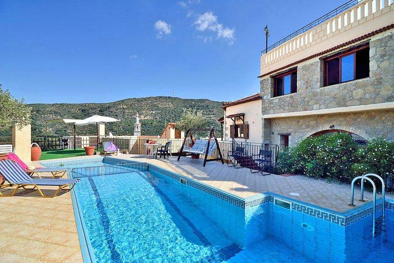 4-bedroom Topolia House, vacation rental in Elos