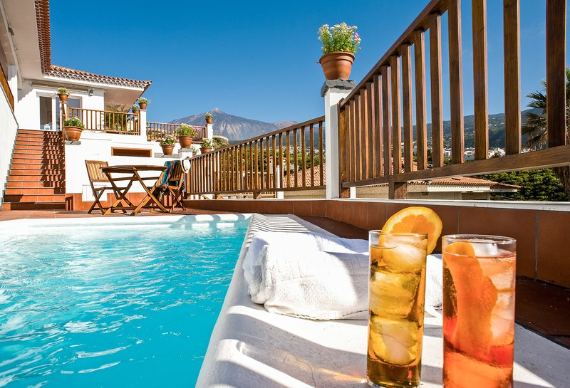Private: pool&lounge area, dining terrace, views, concierge, wifi, in Villa [H], vacation rental in Icod de los Vinos