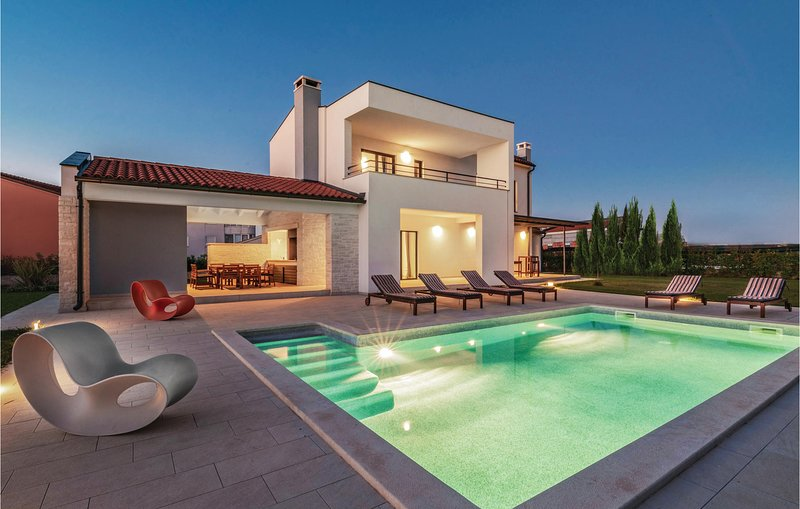 Amazing home in Valbandon with WiFi and 4 Bedrooms (CIF440), aluguéis de temporada em Valbandon